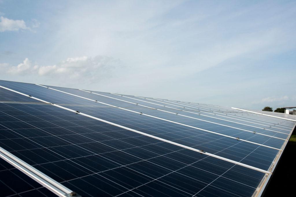 Los paneles solares podrían mejorar la calidad del aire