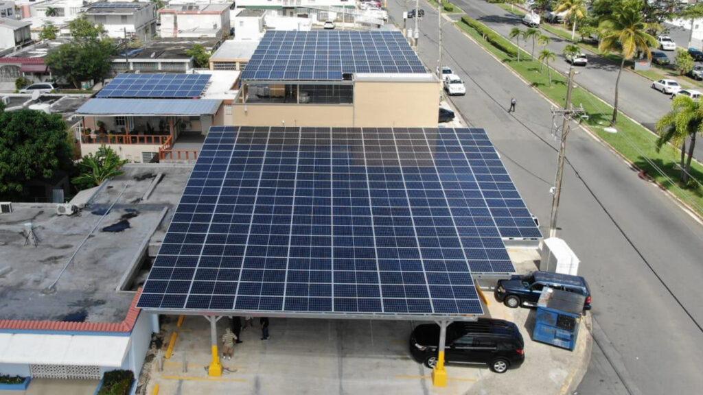 Instalación de Paneles Solares en Aquino Bakery